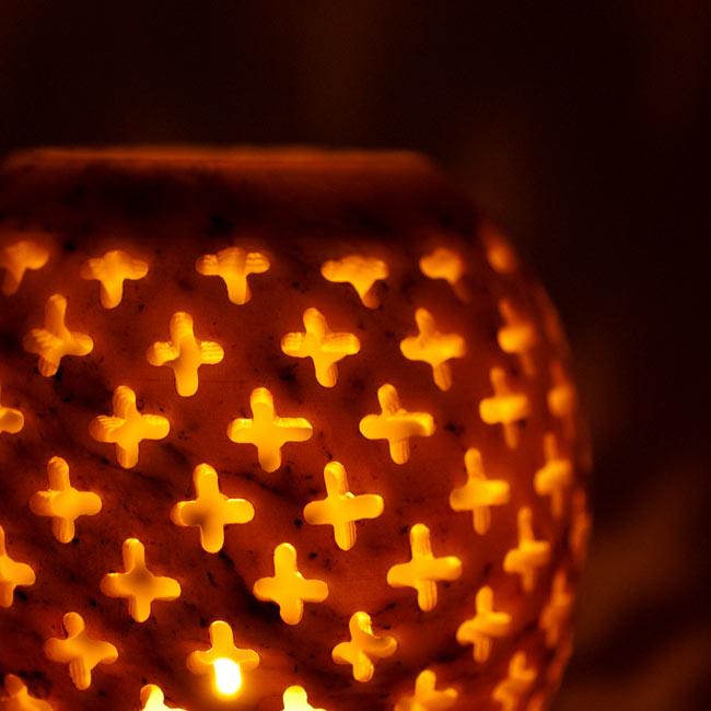 上部開放型 - ソープストーン丸形キャンドル&お香スタンドの写真12 - ゆらゆらとした光が素敵です。