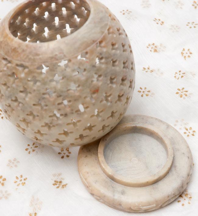 上部開放型 - ソープストーン丸形キャンドル&お香スタンドの写真2 - 2つに分かれます。土台の部分にティーキャンドルやお香を入れます。