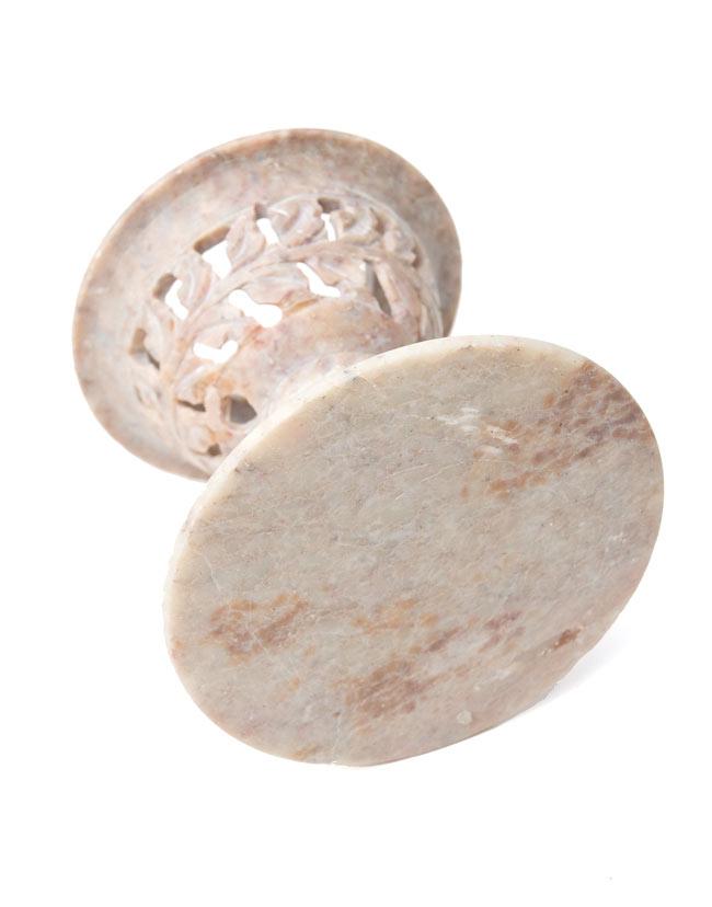 球形 - ソープストーンキャンドル&お香立ての写真10 - スタンドを撮影しました。天然石の色合いが素敵です。※商品ごとにデザインがやや異なる場合がございますので、ご了承下さい。