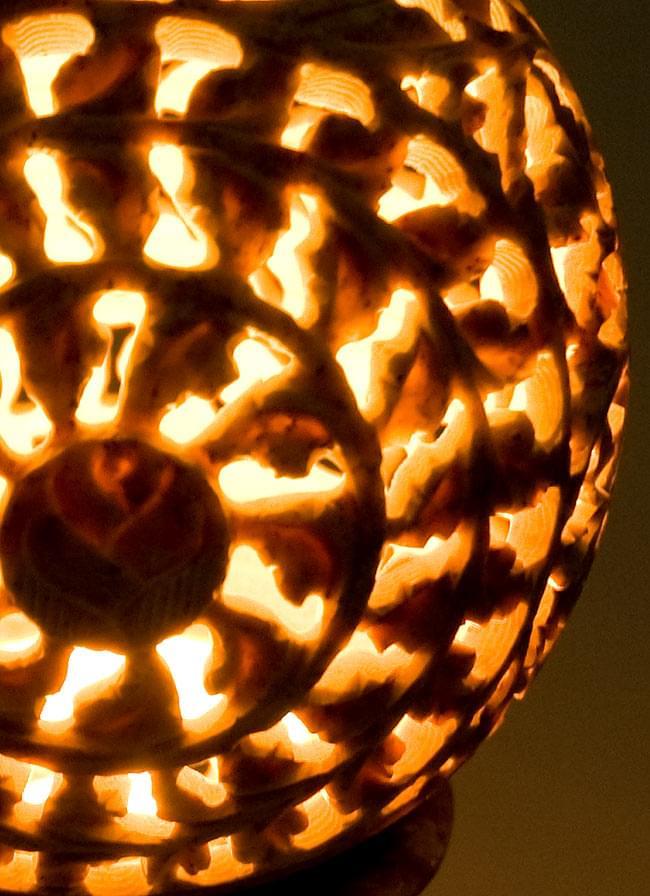 球形 - ソープストーンキャンドル&お香立ての写真12 - キャンドルを灯すとこんな風になります。