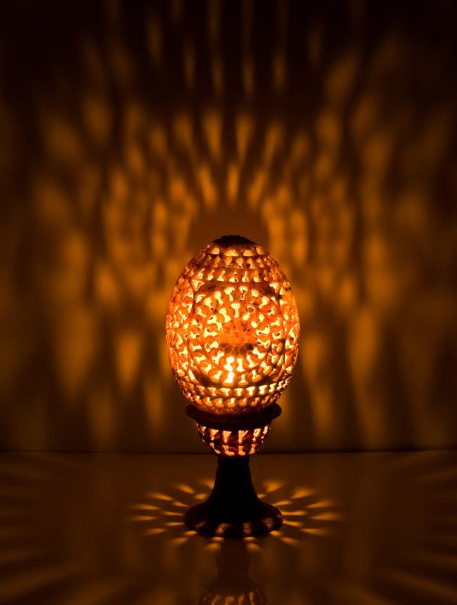 ロータス - ソープストーン卵型キャンドル&お香立て 12 - もれた光が壁に映えて美しいですね。【選択1】Aを使用して撮影しました。