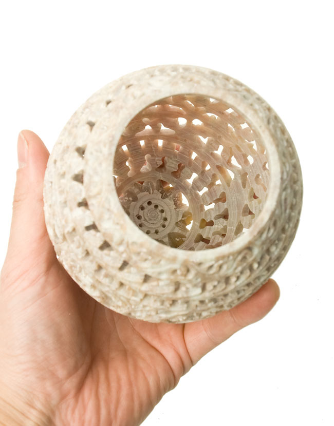 ロータス - ソープストーン卵型キャンドル&お香立て 5 - シェードの中はこのように空洞になっています。