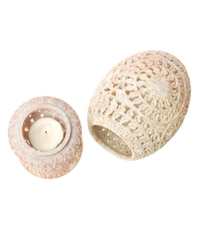 ロータス - ソープストーン卵型キャンドル&お香立て 6 - スタンド(左)とシェード(右)に分かれます。スタンドはティーキャンドルを置くのに最適な大きさです。