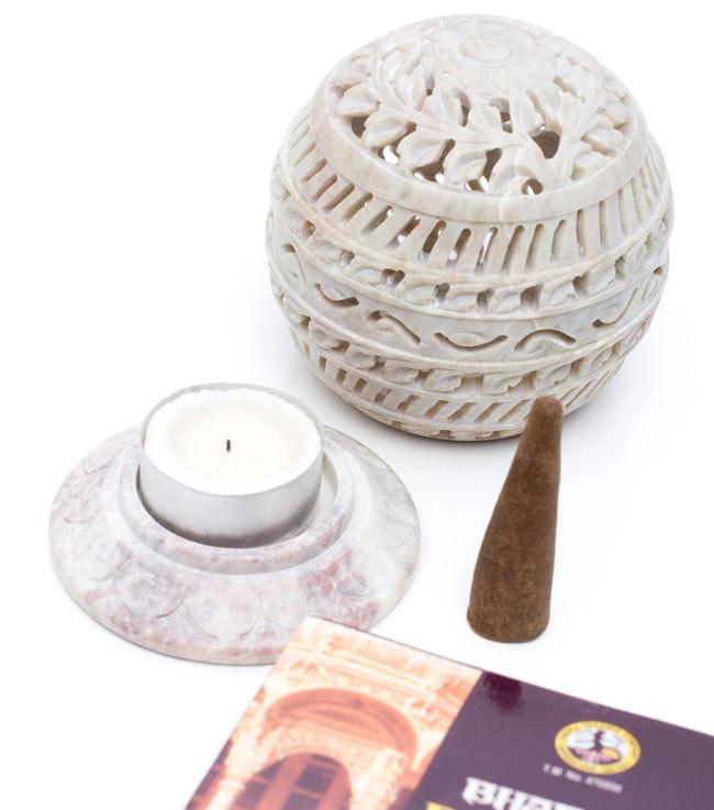 ソープストーン丸型キャンドル&お香立て - ひまわりの写真6 - 台座にはキャンドルやコーン型のお香がセットできます。