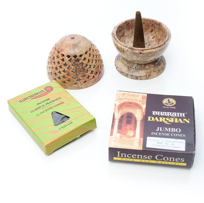 ソープストーン卵型キャンドル&お香立ての写真6 - 写真のような、コーン型のお香立てとしてもお使いいただけます。