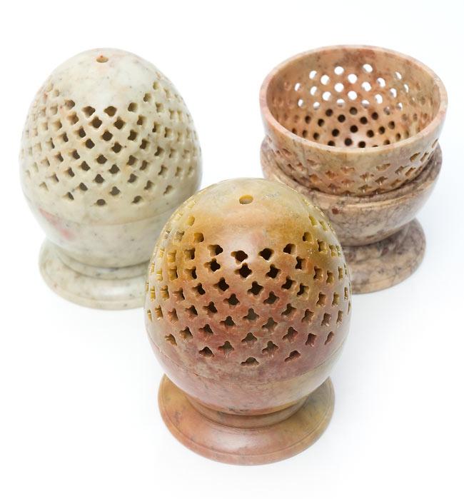 ソープストーン卵型キャンドル&お香立ての写真9 - ソープストーンは天然石なので、このように色味には個体差がございます。特性をご了承の上でお買い求め下さい。
