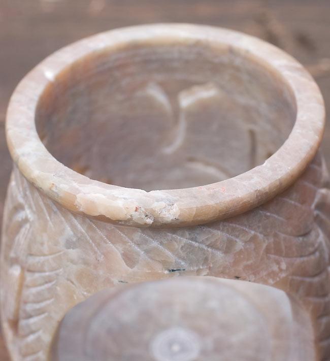 ソープストーンのアロマポット[高さ約8.5cm]の写真5 - ガラスの上皿をてっぺんに載せる部分があります