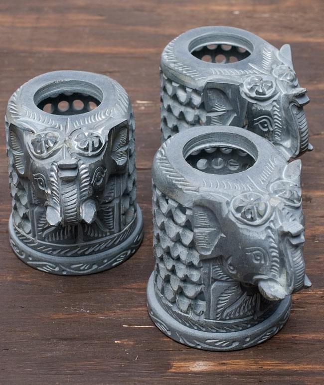 ソープストーンのアロマポット - 象[高さ約11cm] 9 - ソープストーンは天然石なので、このように色味には個体差がございます。特性をご了承の上でお買い求め下さい。