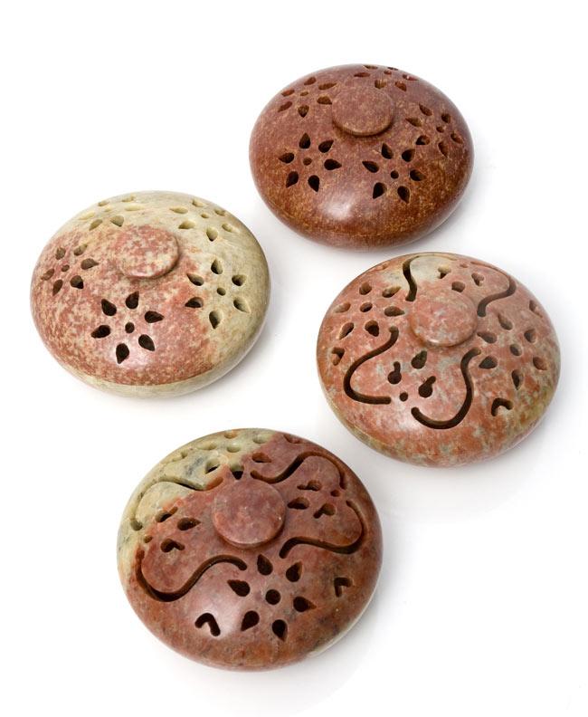 ソープストーンの器型お香立て 9 - 天然石からできているので、このようにそれぞれ個体差があります。特性をご承知のうえでお買い求めください。