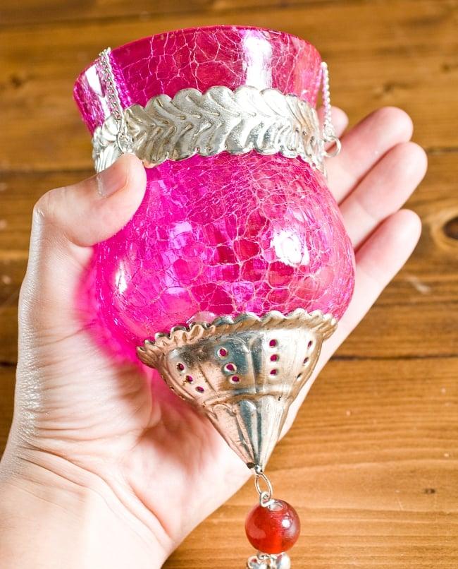 【インド品質】ひょうたん型ハンギングキャンドルスタンド ピンク (大) 4 - サイズをわかっていただくために同ジャンルの物を手に持ってみました。