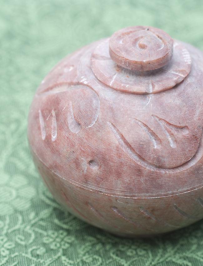 ソープストーンの彫刻ピルケース&お香立て 2 - エスニックな彫刻デザインです。
