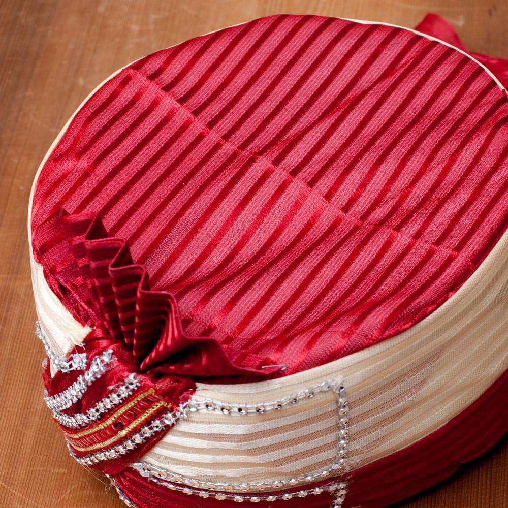 インスタントソフトターバン【頭の上が赤のライン】 2 - 上部がこのような色合いと柄の中から、当店で選んでお送りいたします。手作りの商品ですので、それぞれ細かいデザインや布のパターン、配色などはそれぞれ異なります。