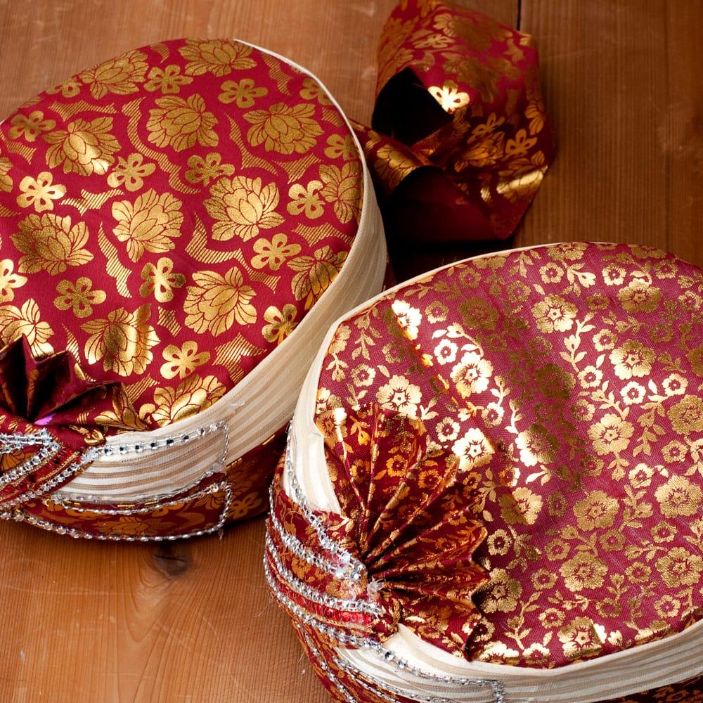 インスタントソフトターバン【頭の上が赤 えんじ系 花やツタ模様】 3 - 手作りの商品ですので、それぞれ細かいデザインや布のパターン、配色などはそれぞれ異なります。