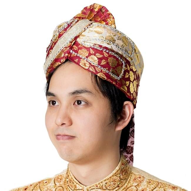 インスタントソフトターバン【頭の上が赤 えんじ系 花やツタ模様】 4 - 同ジャンル品のモデル写真です。お手軽にインド感がでます!