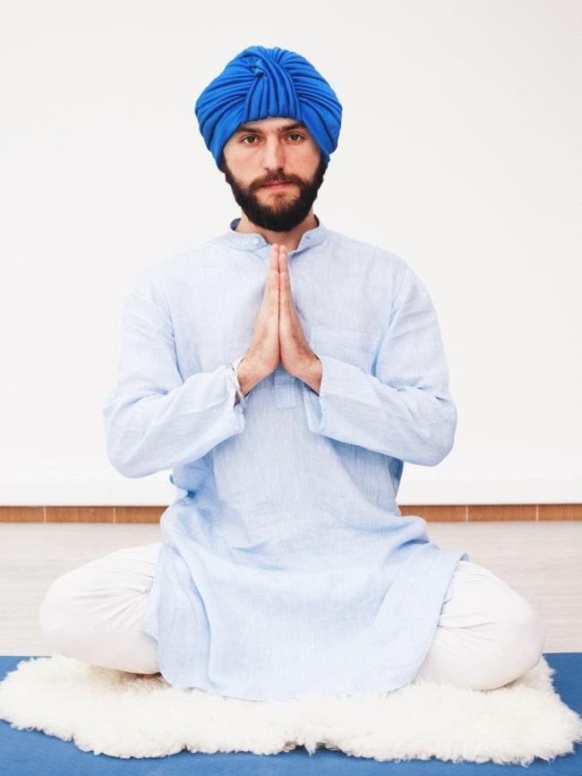 被るだけ簡単カラフルストレッチターバン 仮装に便利!インドやアラブなコスプレへ 2 - モデルさんの着用例です