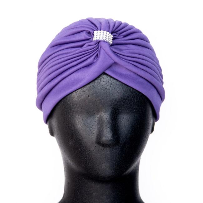 被るだけ簡単カラフルストレッチターバン ラインストーン付き 仮装に便利!インドやアラブなコスプレへ 3 - 普通のターバンだと、巻いて形を作るのが大変ですが、帽子の形になっているので被るだけでOKです。