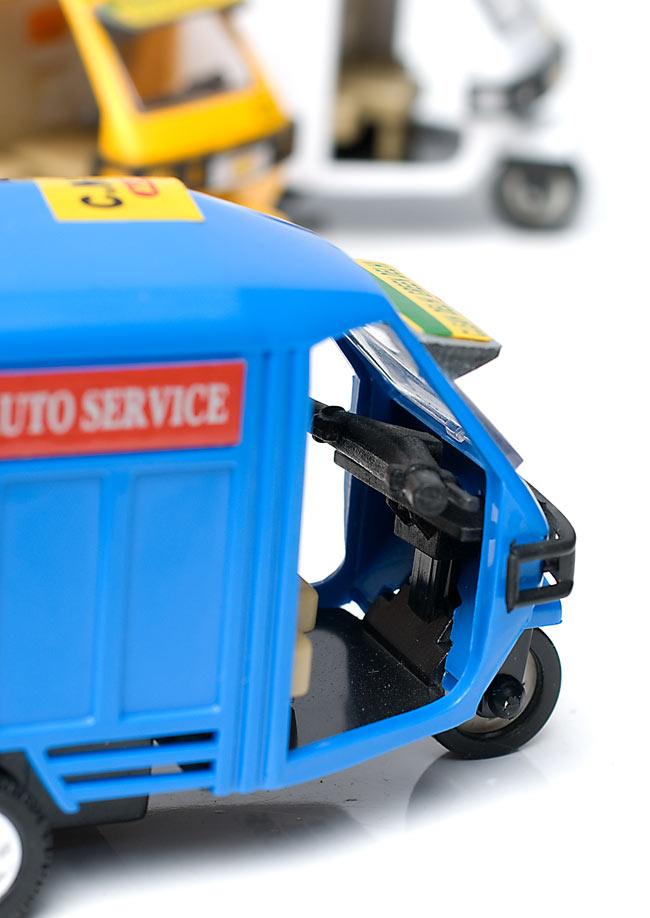 インドの働く車 オート三輪 - 青(Vikram)の写真4 - 運転席を覗きこんでみました。