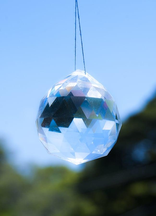 太陽の光を集めるクリスタル サンキャッチャー [4cm]の写真3 - 清々しい空気にぴったりの浄化アイテムです