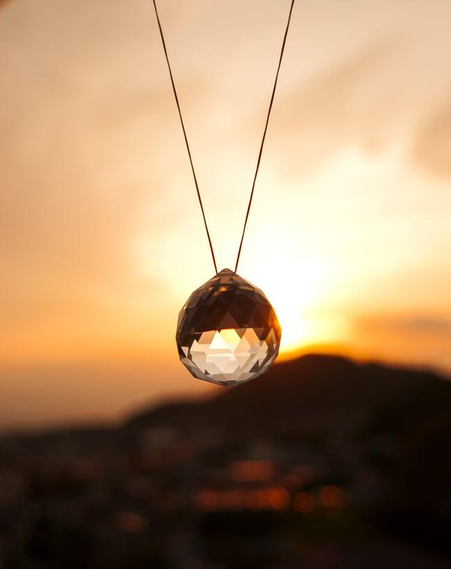 太陽の光を集めるクリスタル サンキャッチャー [4cm]の写真6 - 確かな存在感のある透明感です