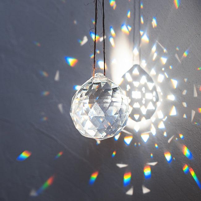 太陽の光を集めるクリスタル サンキャッチャー [4cm]の写真