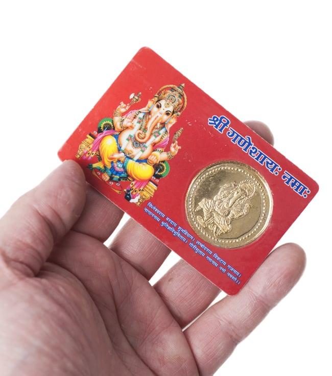 神様ATMカード ガネーシャの写真5 - 手に取るとこれくらいの大きさ