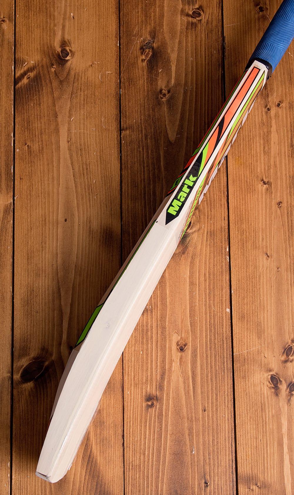 クリケットバット - Mark 100 series 4 - 横からの写真です