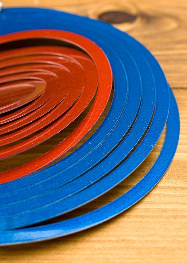 カラフルコスモスピナー 太陽で輝き風で動くモビール- 赤と青(8インチ)の写真5 - こんな柄です