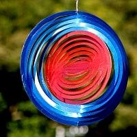 カラフルコスモスピナー 太陽で輝き風で動くモビール- 赤と青(8インチ)