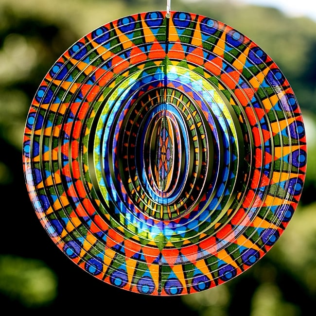 カラフルコスモスピナー 太陽で輝き風で動くモビール- カラフルモザイク(12インチ)の写真