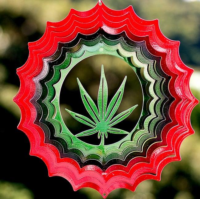 カラフルコスモスピナー 太陽で輝き風で動くモビール-麻の葉(8インチ)の写真