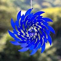 カラフルコスモスピナー 太陽で輝き風で動くモビール- 青のとげとげ(8インチ)