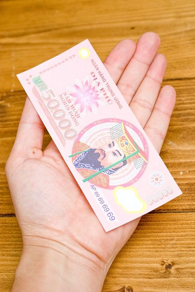 死後の世界のお金 冥金100枚セット【50.000】 5 - 手に持ってみるとこのくらいのサイズです。