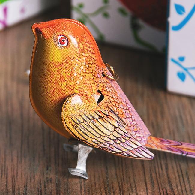 〔アソート〕カラフル小鳥さん 尻尾と羽が連動する インドのレトロなブリキのおもちゃ 3 - どこか懐かしい雰囲気