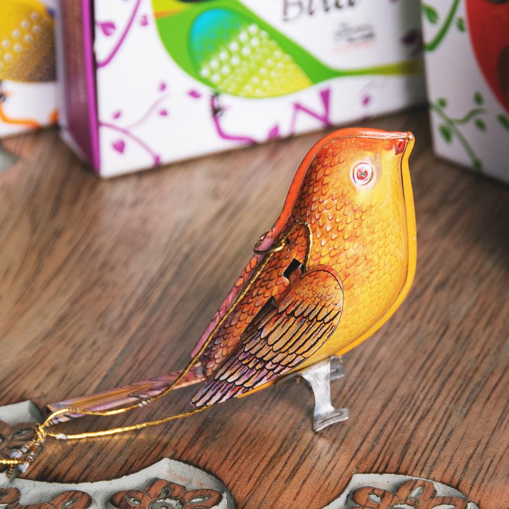 〔アソート〕カラフル小鳥さん 尻尾と羽が連動する インドのレトロなブリキのおもちゃ 5 - 別の角度から