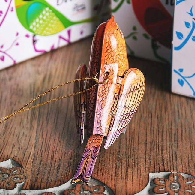 〔アソート〕カラフル小鳥さん 尻尾と羽が連動する インドのレトロなブリキのおもちゃ 6 - 後ろからの写真です