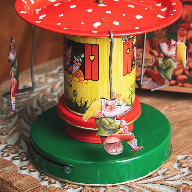 お姫様とドワーフたちの回転ブランコ インドのレトロなブリキのおもちゃ 2 - 拡大写真です