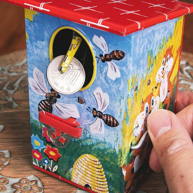 楽しく貯金!鳥さん貯金箱 インドのレトロなブリキのおもちゃ 11 - そのまま巣の中へ