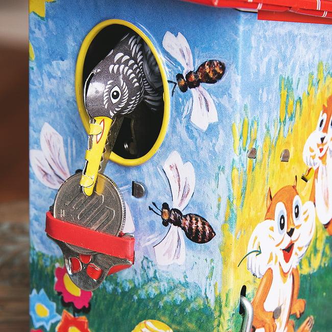 楽しく貯金!鳥さん貯金箱 インドのレトロなブリキのおもちゃ 2 - 鳥さんが出てきて、お金をためてくれます。