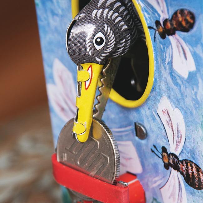楽しく貯金!鳥さん貯金箱 インドのレトロなブリキのおもちゃ 3 - 拡大写真です