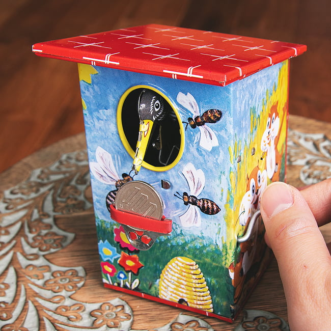 楽しく貯金!鳥さん貯金箱 インドのレトロなブリキのおもちゃ 8 - 鳥さんが出てきて
