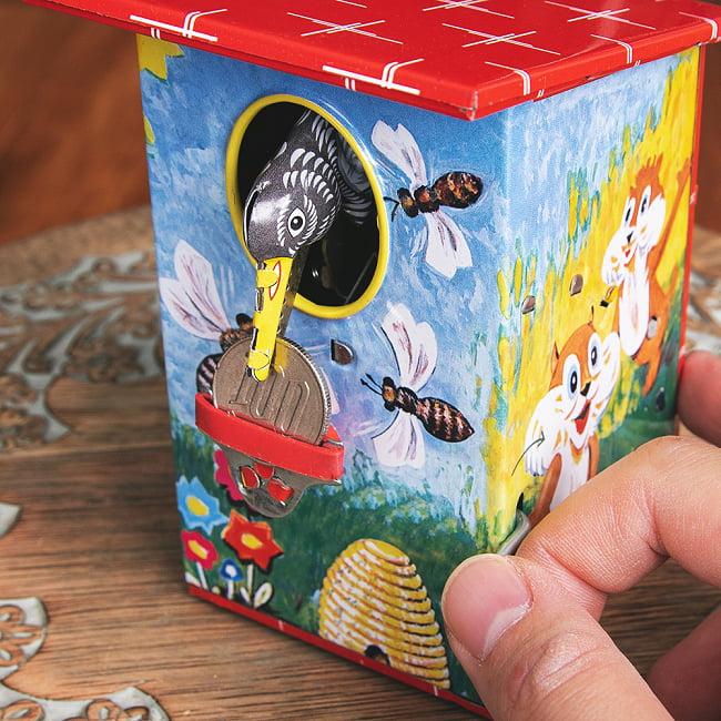 楽しく貯金!鳥さん貯金箱 インドのレトロなブリキのおもちゃ 9 - お金を咥え