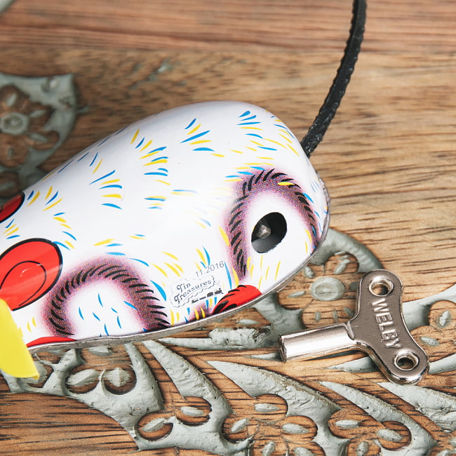 ゼンマイ式で動くカラフルネズミさん インドのレトロなブリキのおもちゃ 6 - ゼンマイ式です