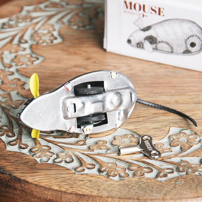 ゼンマイ式で動くカラフルネズミさん インドのレトロなブリキのおもちゃ 7 - 裏面の写真です