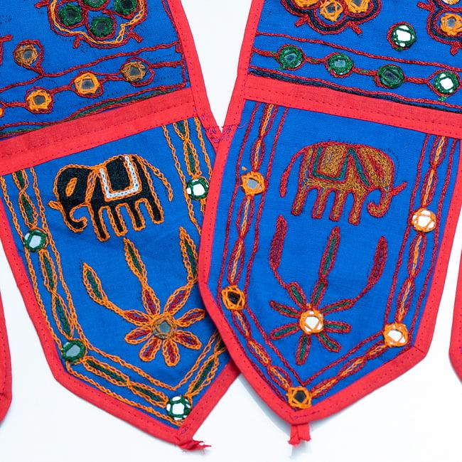 インドの飾りトーラン -ぞうと花と鏡-アソート 14 - 青暗。このように暗めの刺繍糸です。どれが届くはお楽しみに!