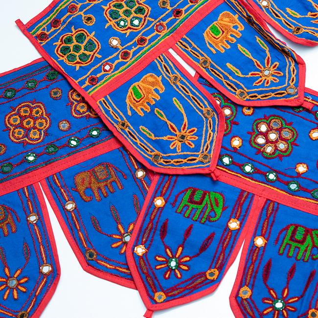 インドの飾りトーラン -ぞうと花と鏡-アソート 16 - 青明です。明るめの刺繍糸です。どれが届くはお楽しみに!