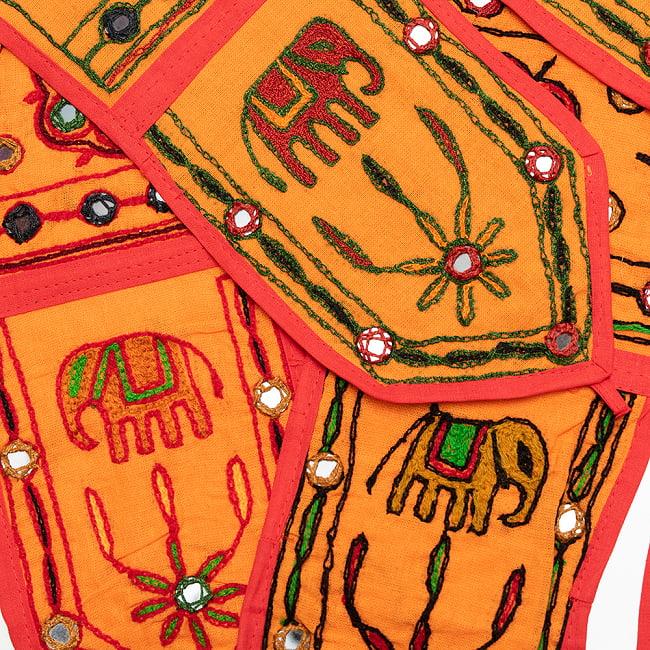インドの飾りトーラン -ぞうと花と鏡-アソート 4 - オレンジ明です。明るめの刺繍糸です。どれが届くはお楽しみに!