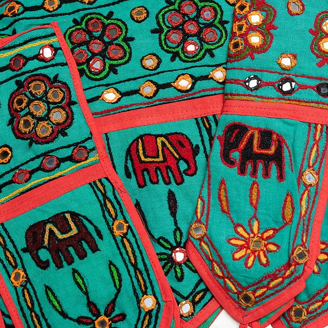 インドの飾りトーラン -ぞうと花と鏡-アソート 6 - ミント暗です。暗めの刺繍糸です。どれが届くはお楽しみに!
