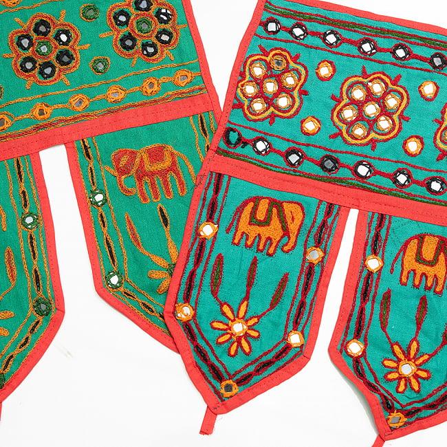 インドの飾りトーラン -ぞうと花と鏡-アソート 8 - ミント明です。明るめの刺繍糸です。どれが届くはお楽しみに!