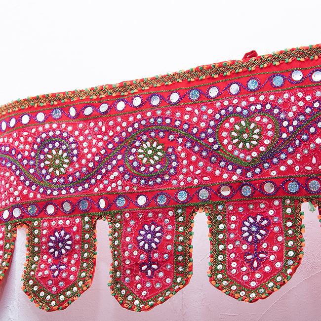 砂漠の国のトーラン -ビーズ-ハート 2 - どこまでも続く美しい刺繍です。