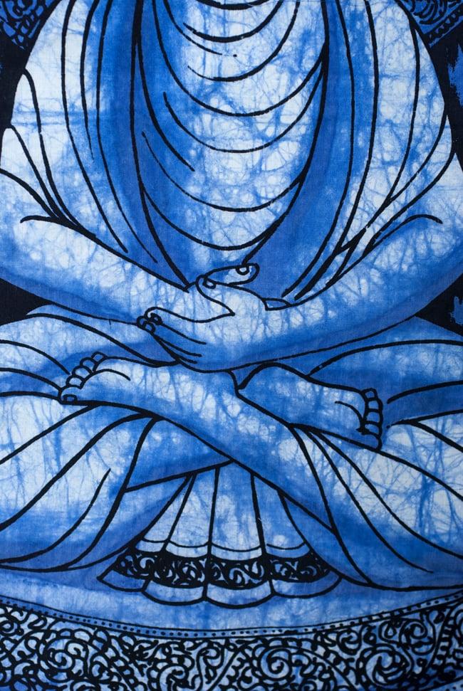 [小サイズ]バティック染めのタペストリー風神様布 - ブッダ[約50x85cm]の写真3 - 柄の拡大です